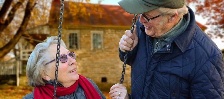 Blick auf älteres Ehepaar