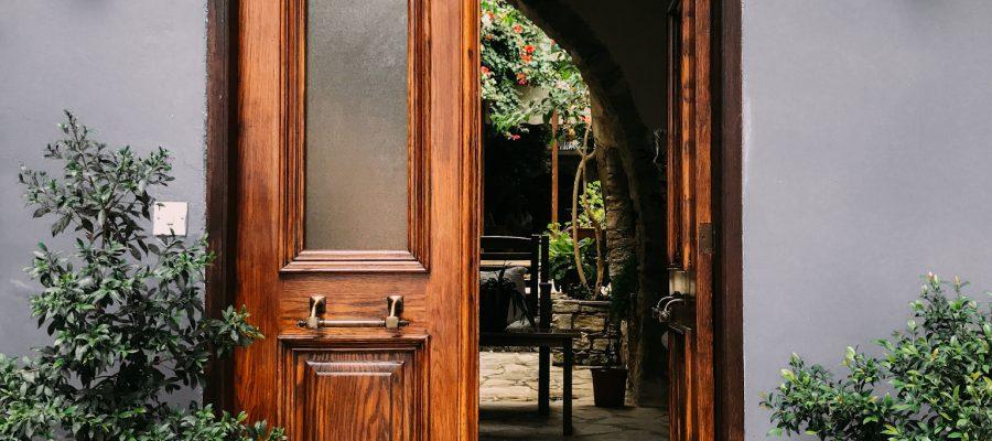 Blick auf eine Haustür