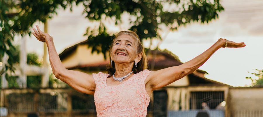Blick auf eine Seniorin