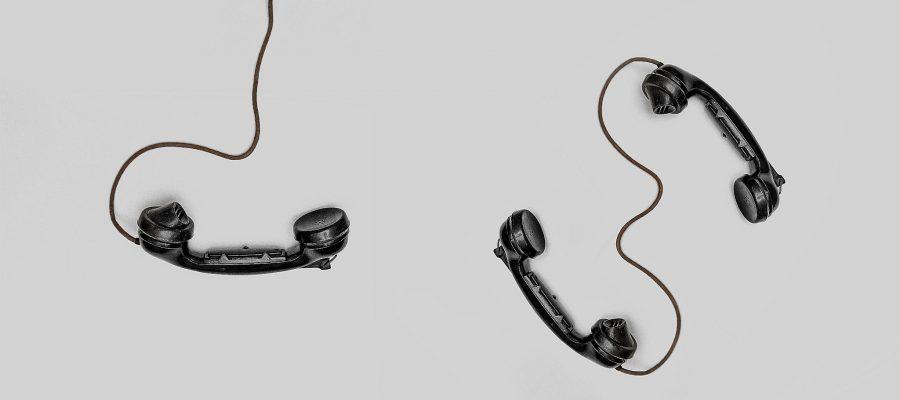 Blick auf Telefonhörer