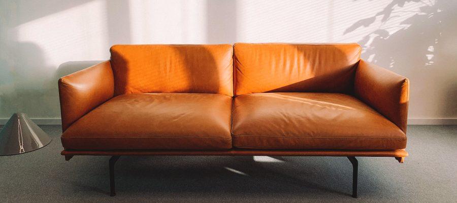 Blick auf ein Sofa