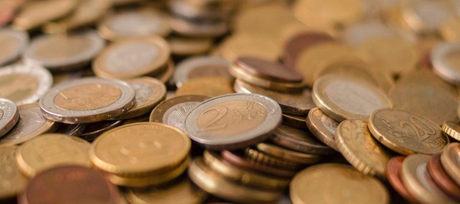 Blick auf eine Menge Münzen