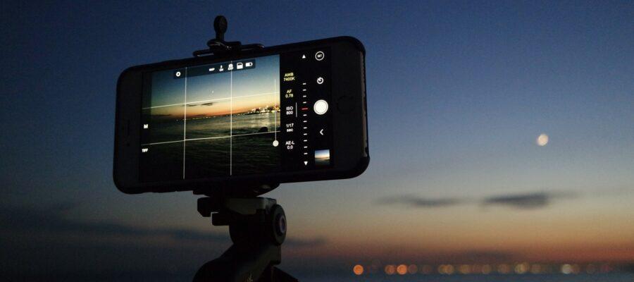 Blick auf ein Smartphone beim Fotografieren